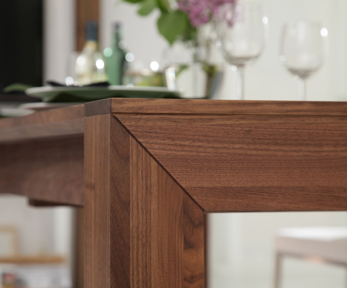 Tisch lyss boschung for Holztisch nach mass